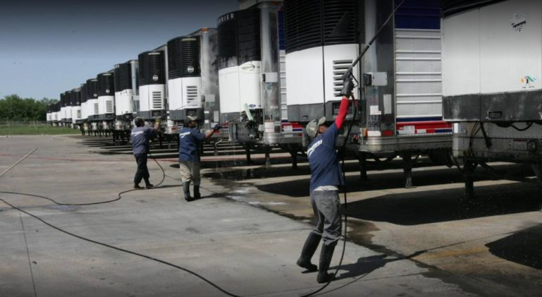 Mobile fleet washing service in progress