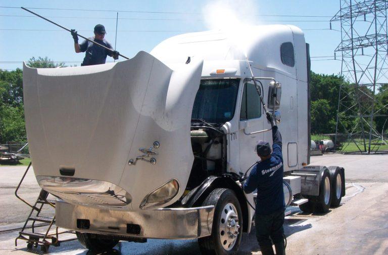 Mobile fleet washing of trailer truck